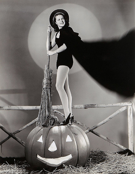 Helen Parrish - Halloween Cheesecake (Bizarre Los Angeles)