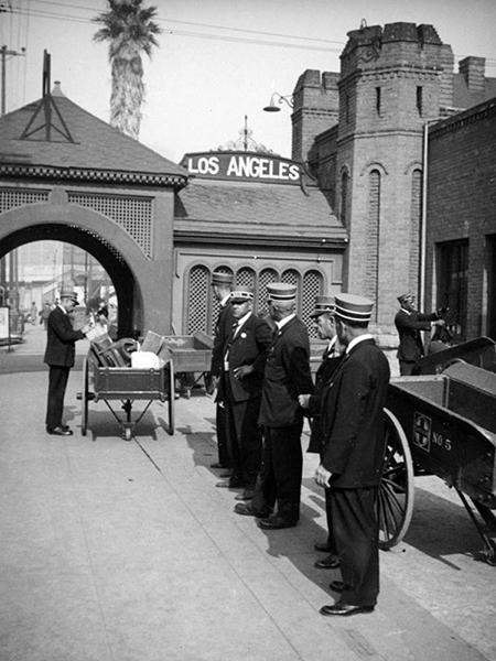 La Grande Station baggage handlers 1938
