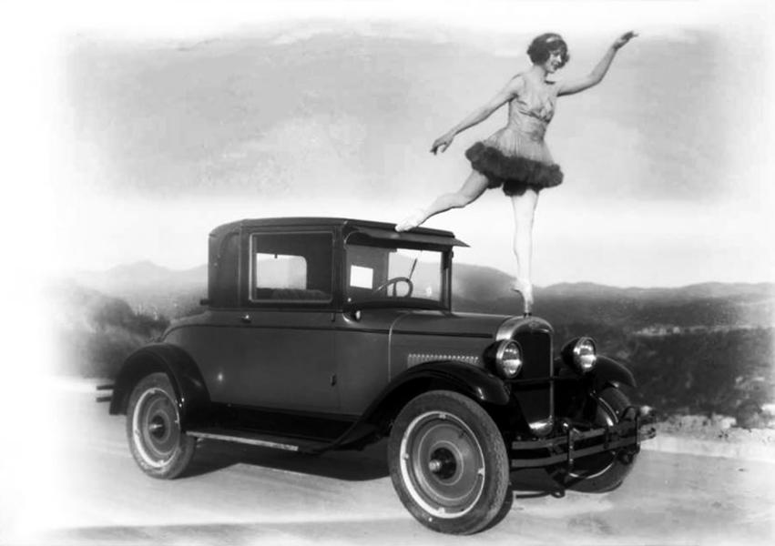 Chevrolet_dancer_radiator_hood_ornament_1927