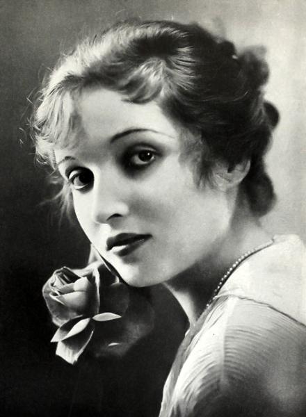 Alice Joyce 1917