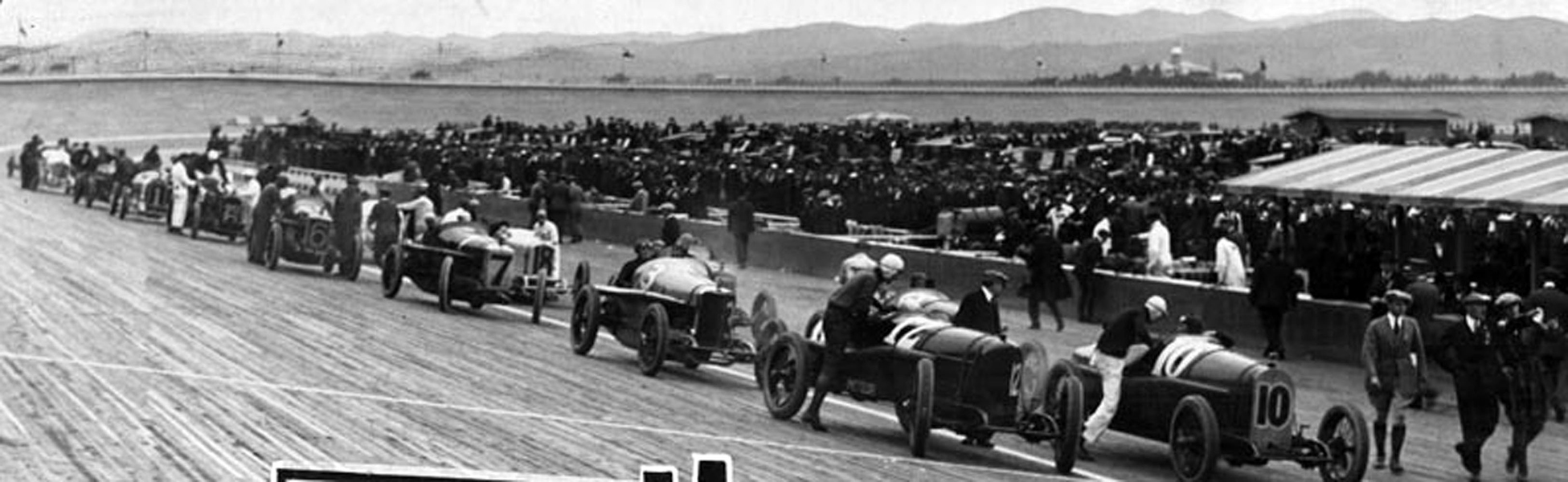 The short-lived Beverly Hills Speedway in 1920. By 1924, it would close and a new racetrack would open in nearby Culver City. (LAPL 00033404) Bizarre Los Angeles