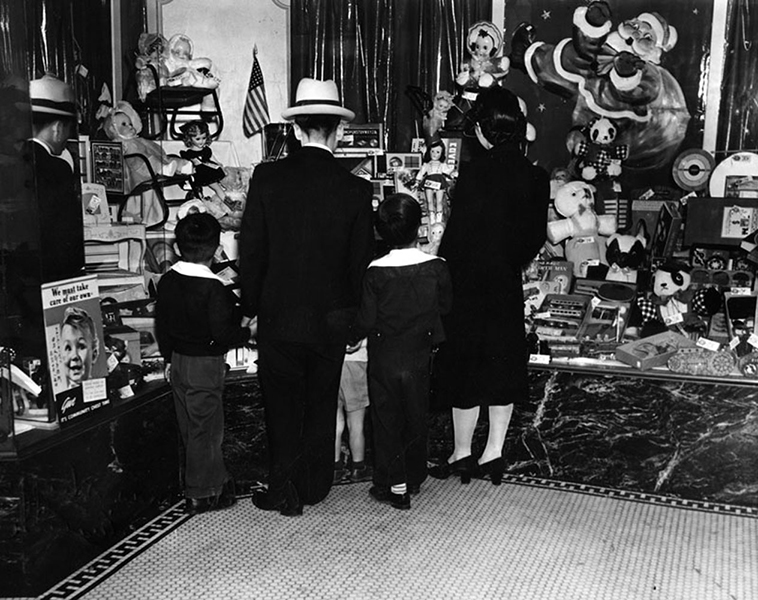 Christmas shopping 1941