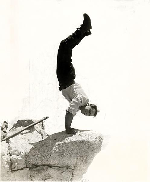 Douglas Fairbanks headstand