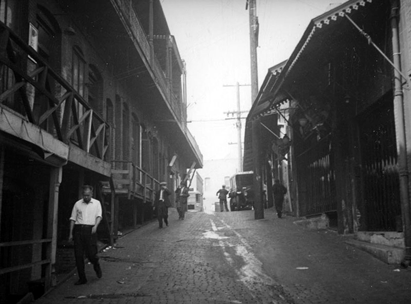 A 1937 view of Ferguson Alley, part of Old Chinatown (and a former red light district) that was spared the wrecking ball during the construction of Union Station. Located between Union Station and the Plaza, it was eventually razed in the early 1950s. (Photographer: Herman Schultheis/LAPL: 00097512) Bizarre Los Angeles