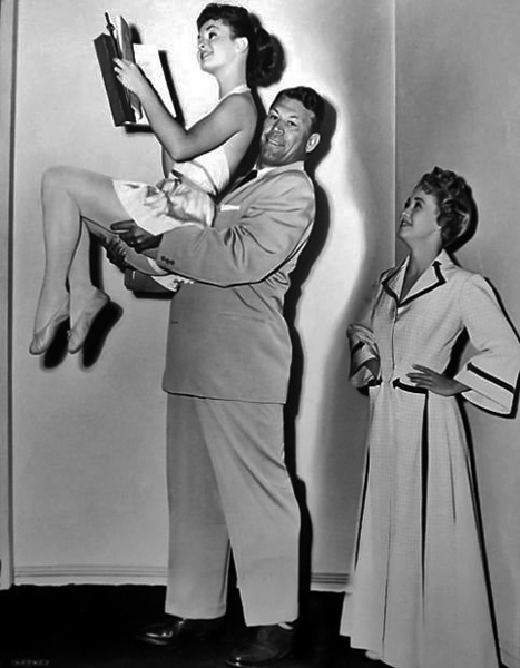 """Debbie Reynolds, the first Mister America of 1939, Bert Goodrich, and Jane Powell on the set of """"Athena"""" (1954)."""
