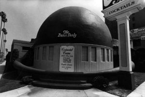 The Brown Derby Restaurant on Wilshire Boulevard in 1975. Photographer: Gary Leonard (Bizarre Los Angeles)