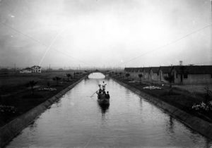 Venice Canals in 1905. The photo was taken the same year the project was completed. (LAPL)