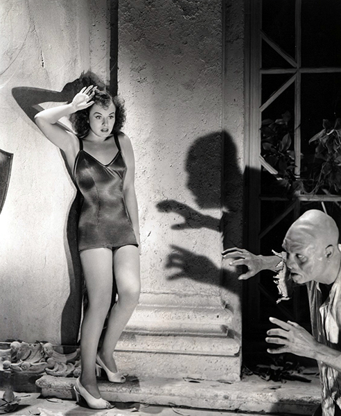 Paulette Goddard in The Ghost Breakers (1940). Bizarre Los Angeles.