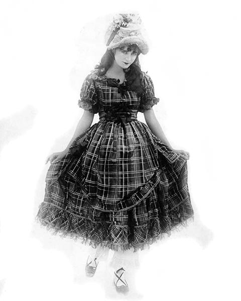 Mae Marsh in 1914. (Bizarre Los Angeles)