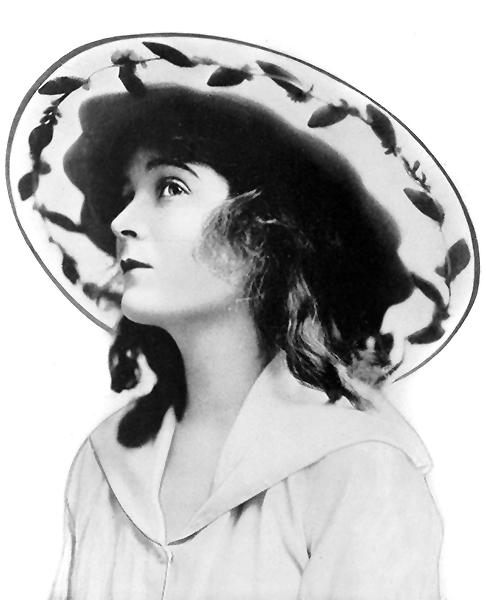 Mae Marsh in 1916. (Bizarre Los Angeles)