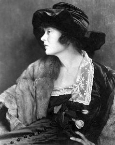 Mae Marsh in 1918. (Bizarre Los Angeles)