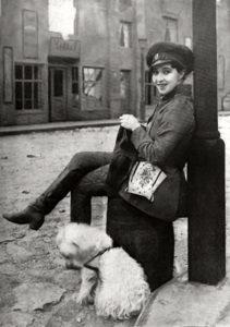 Edith Storey knitting