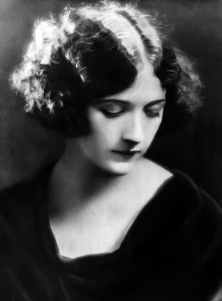 Constance Talmadge in 1922. (Bizarre Los Angeles)