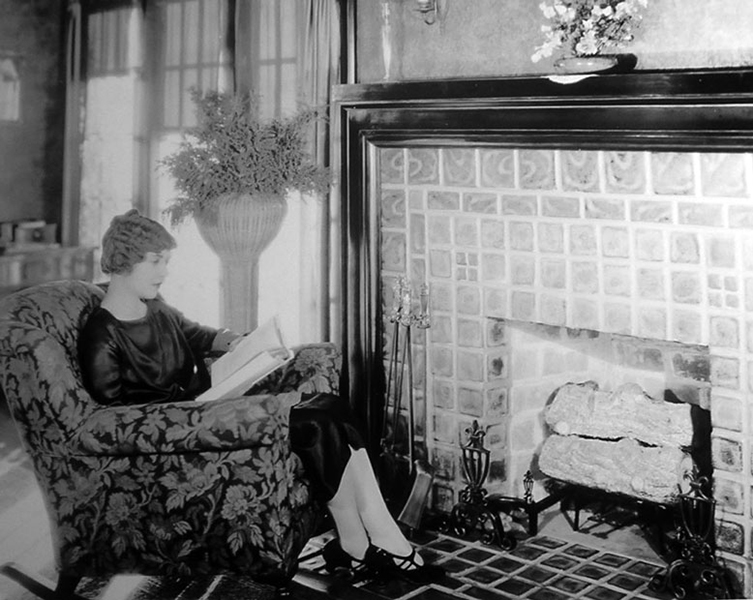 Lois Wilson at home candid