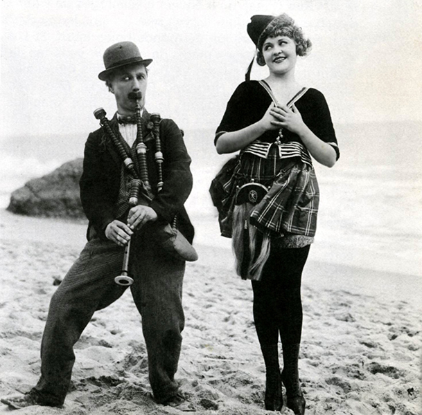 Ben Turpin and Phyllis Haver at the Beach. (Bizarre Los Angeles)