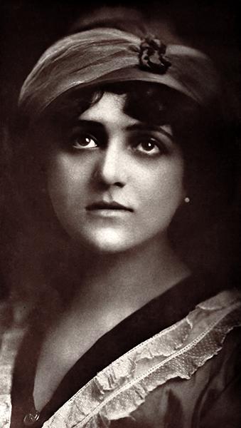 Dolores Cassinelli (Bizarre Los Angeles)