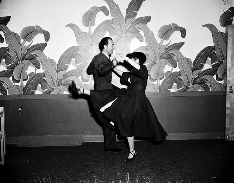 Dancing at the Hollywood Roosevelt hotel. (Bizarre Los Angeles)
