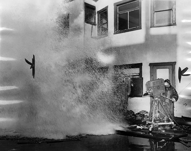 KTLA's live coverage of the high winds and roaring waves that pounded Redondo Beach in January 1953. (LAPL 00043344) Bizarre Los Angeles