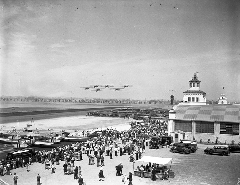 Mines field (later the site of LAX) in 1930 during its dedication ceremony. (Bizarre Los Angeles)