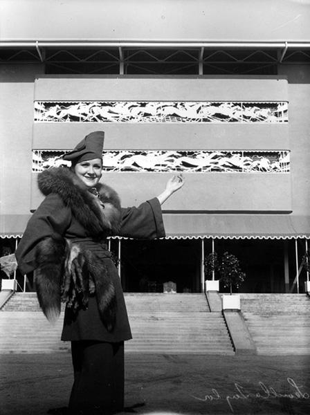 An art deco dressed woman (L. Taylor) at Santa Anita Park in 1936. (Bizarre Los Angeles)