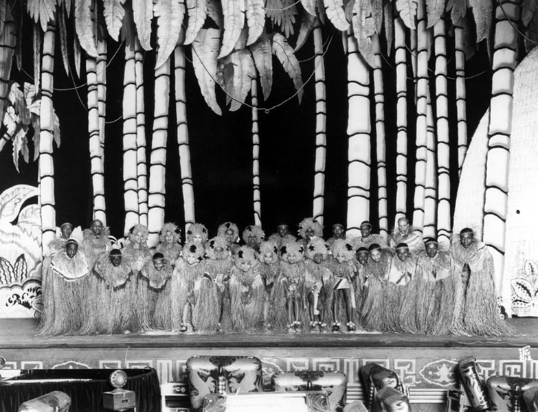 The Etude Ethiopian Chorus at Grauman's Chinese Theater in 1931. (Bizarre Los Angeles)