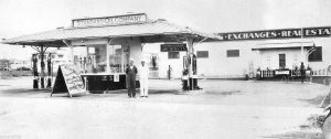 A Standard Oil Station located on the corner of Beverly and La Brea. The photo is undated, but possibly late1920s to early 1930s, since Pope and Burton Architects didn't open their Los Angeles office until 1927. (Bizarre Los Angeles)