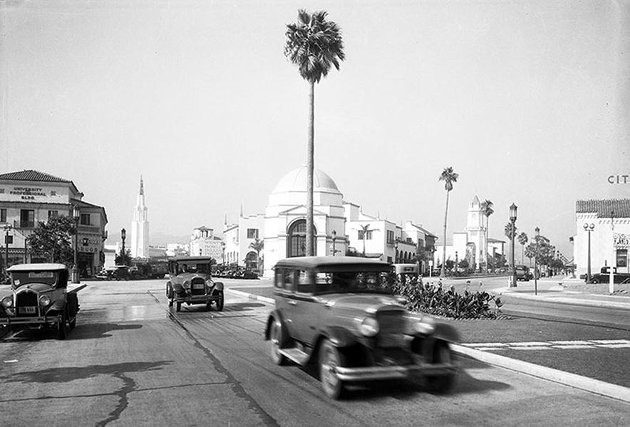 Traffic in Westwood Village in 1932. (LAPL) Bizarre Los Angeles
