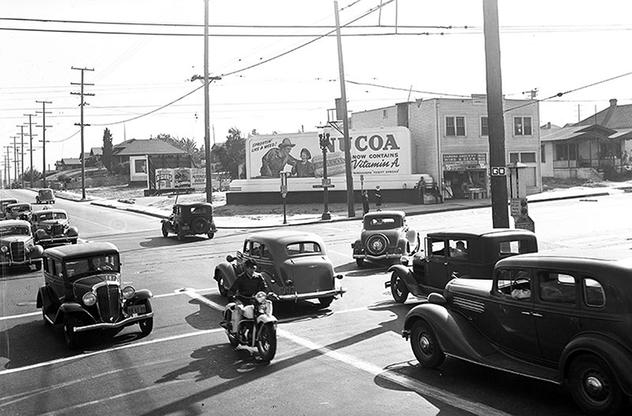 The intersection of Whittier Boulevard and Soto Avenue (in Boyle Heights) facing southwest. Photo taken in 1938. (LAPL: 00104448) Bizarre Los Angeles