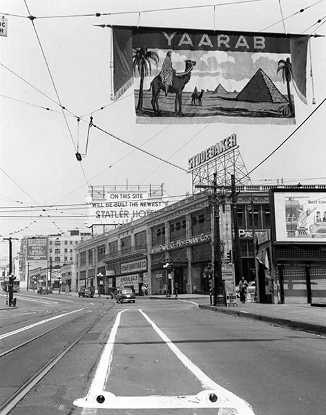 7th Street approaching Figueroa, circa 1950. Notice the sign announcing the future site of the Statler Hotel? The hotel (completed in 1952) once stood on the corner of Figueroa and Wilshire. In the far distance is the Wellington Apartment Hotel. Photographer: Arnold Hylen. (Bizarre Los Angeles)