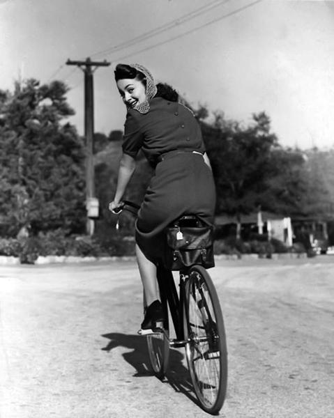 Olivia de Havilland candid