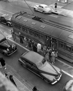 An overcrowded Pacific Electric Red Car on Hollywood Blvd. in 1946. (LAPL) Bizarre Los Angeles