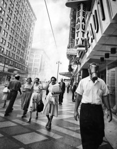 An uncomfortably smoggy day in Los Angeles in September 1958. Looks like the photo was taken on Broadway Street. (Photographer: Art Worden / LAPL 00048416) Bizarre Los Angeles