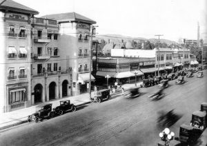 The Hillview Apartments on Hollywood Blvd., c. 1924. (Bizarre Los Angeles)