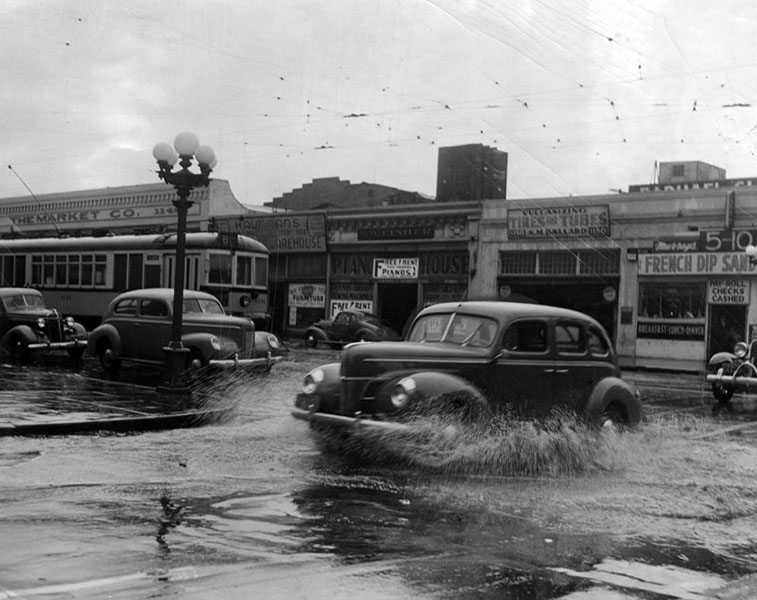 The intersection of 12th and Main Streets in December 1940. (LAPL 00043346)