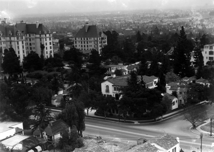 The Garden of Allah Apartments at 8080 Sunset Blvd., circa 1930s. Bizarre Los Angeles