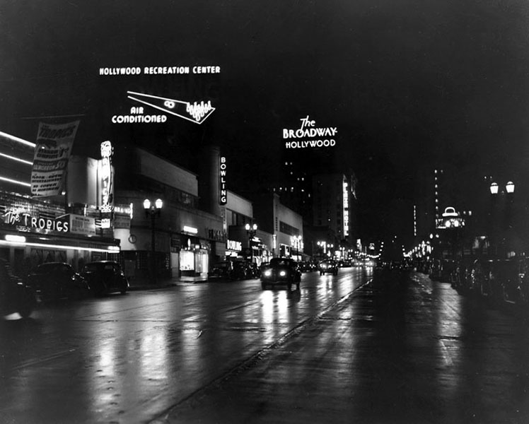 Vine Street at night, facing north from Sunset Boulevard. Notice the Brown Derby neon sign in the distance? (Bizarre Los Angeles)