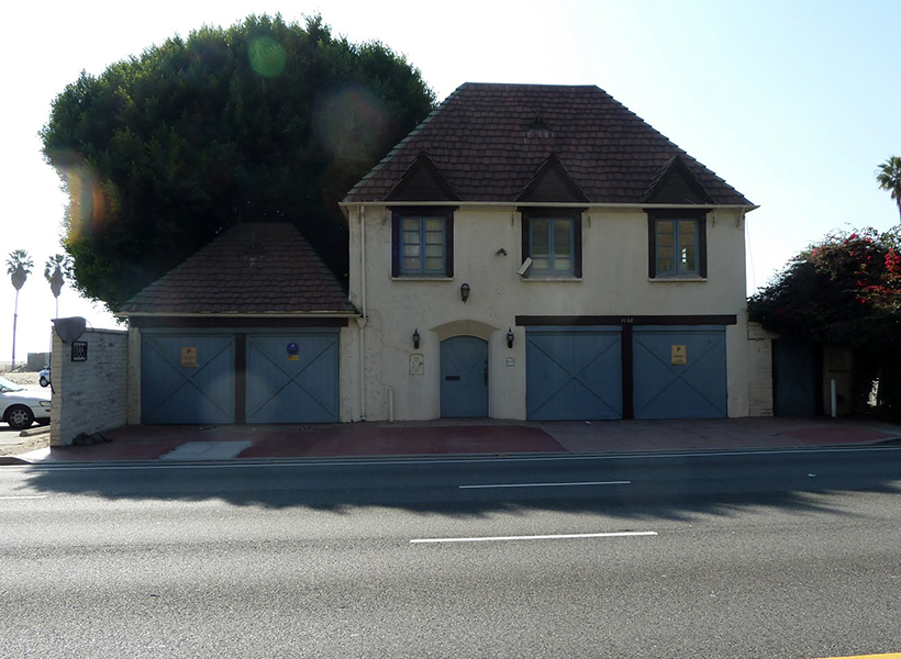 Tate's former residence at 1038 Pacific Palisades Beach Rd. She lived there briefly with husband Roman Polanski. (Bizarre Los Angeles)