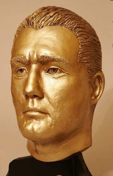 George Reeves. A life mask converted into a bust. (Bizarre Los Angeles)