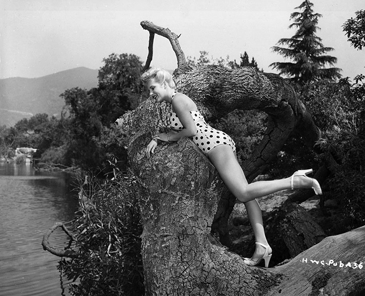 Chili Williams at the lake. (Bizarre Los Angeles)
