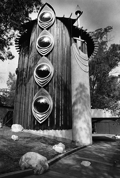 The Struckus House, located at 4510 Saltillo Street in Woodland Hills. Photo is from 1983 (the year it was built). LAPL. Photographer: Paul Chinn. Bizarre Los Angeles