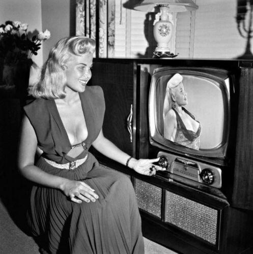 Gloria Pall, aka Voluptua on television.