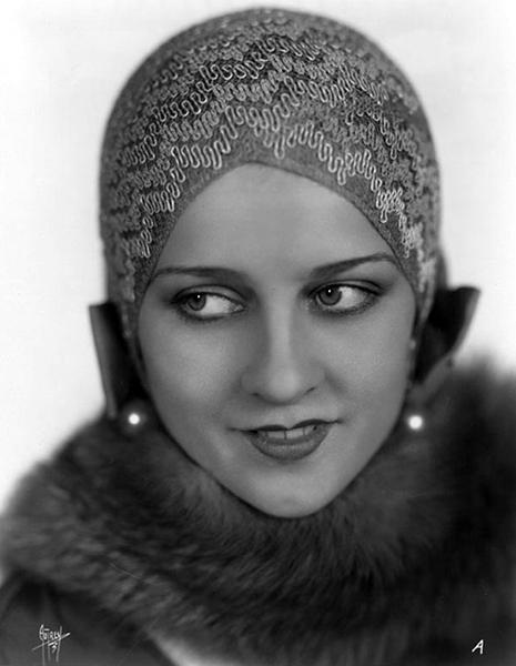 Luana Alcañiz (Bizarre Los Angeles)